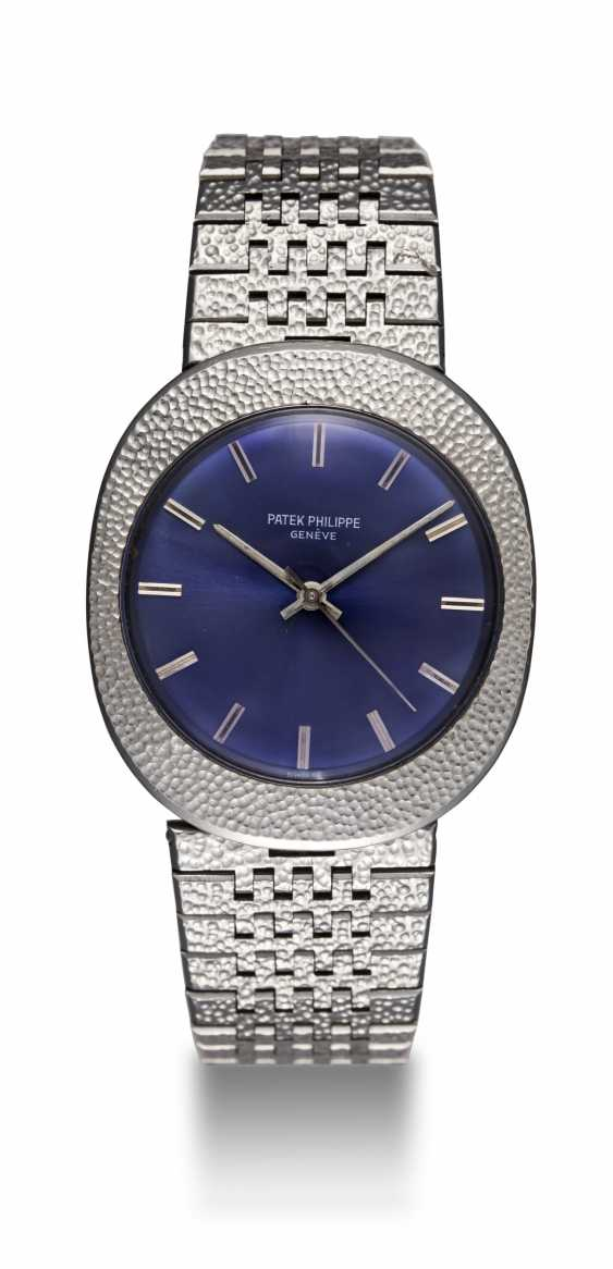 PATEK PHILIPPE, REF. 3580, A RARE STEEL OVAL HAMMERED METAL DECORATION DRESS WATCH - photo 3