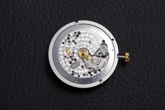 PATEK PHILIPPE, A GOLD SELF-WINDING WRISTWATCH WITH ENAMEL DIAL, REF. 2526 - photo 6