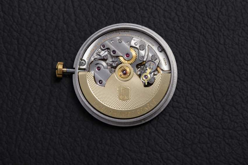 PATEK PHILIPPE, A GOLD SELF-WINDING WRISTWATCH WITH ENAMEL DIAL, REF. 2526 - photo 7