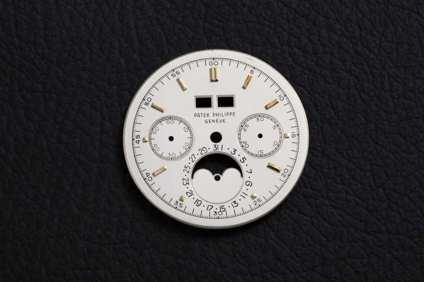 PATEK PHILIPPE, REF. 2499 THIRD SERIES, A RESTORED GOLD PERPETUAL CALENDAR CHRONOGRAPH - photo 4
