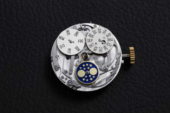 PATEK PHILIPPE, REF. 2499 THIRD SERIES, A RESTORED GOLD PERPETUAL CALENDAR CHRONOGRAPH - photo 6