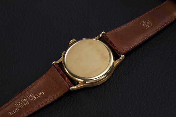 PATEK PHILIPPE, REF. 130, A GOLD RESTORED CRONOGRAPH WITH PULSOMETER SCALE - photo 2