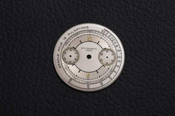 PATEK PHILIPPE, REF. 130, A GOLD RESTORED CRONOGRAPH WITH PULSOMETER SCALE - photo 4