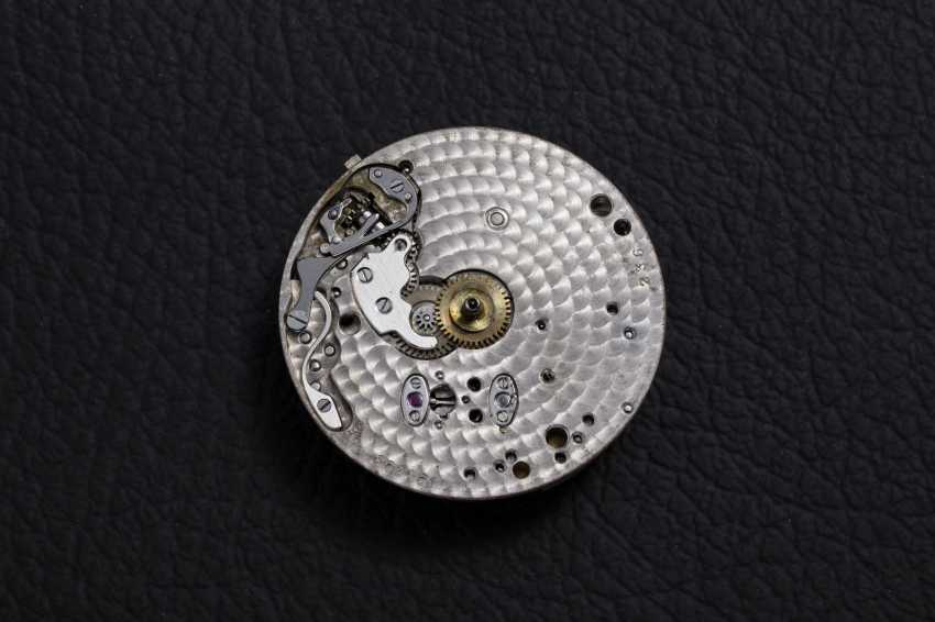 PATEK PHILIPPE, REF. 130, A GOLD RESTORED CRONOGRAPH WITH PULSOMETER SCALE - photo 6