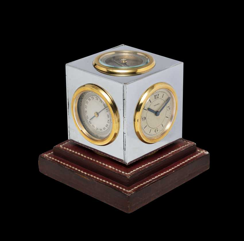 HERMÈS, A MID-20th CENTURY TABLE CLOCK AND DESK CALENDAR - photo 1