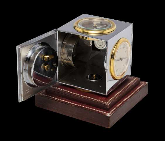 HERMÈS, A MID-20th CENTURY TABLE CLOCK AND DESK CALENDAR - photo 2