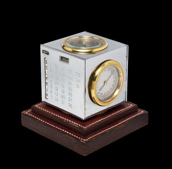 HERMÈS, A MID-20th CENTURY TABLE CLOCK AND DESK CALENDAR - photo 3