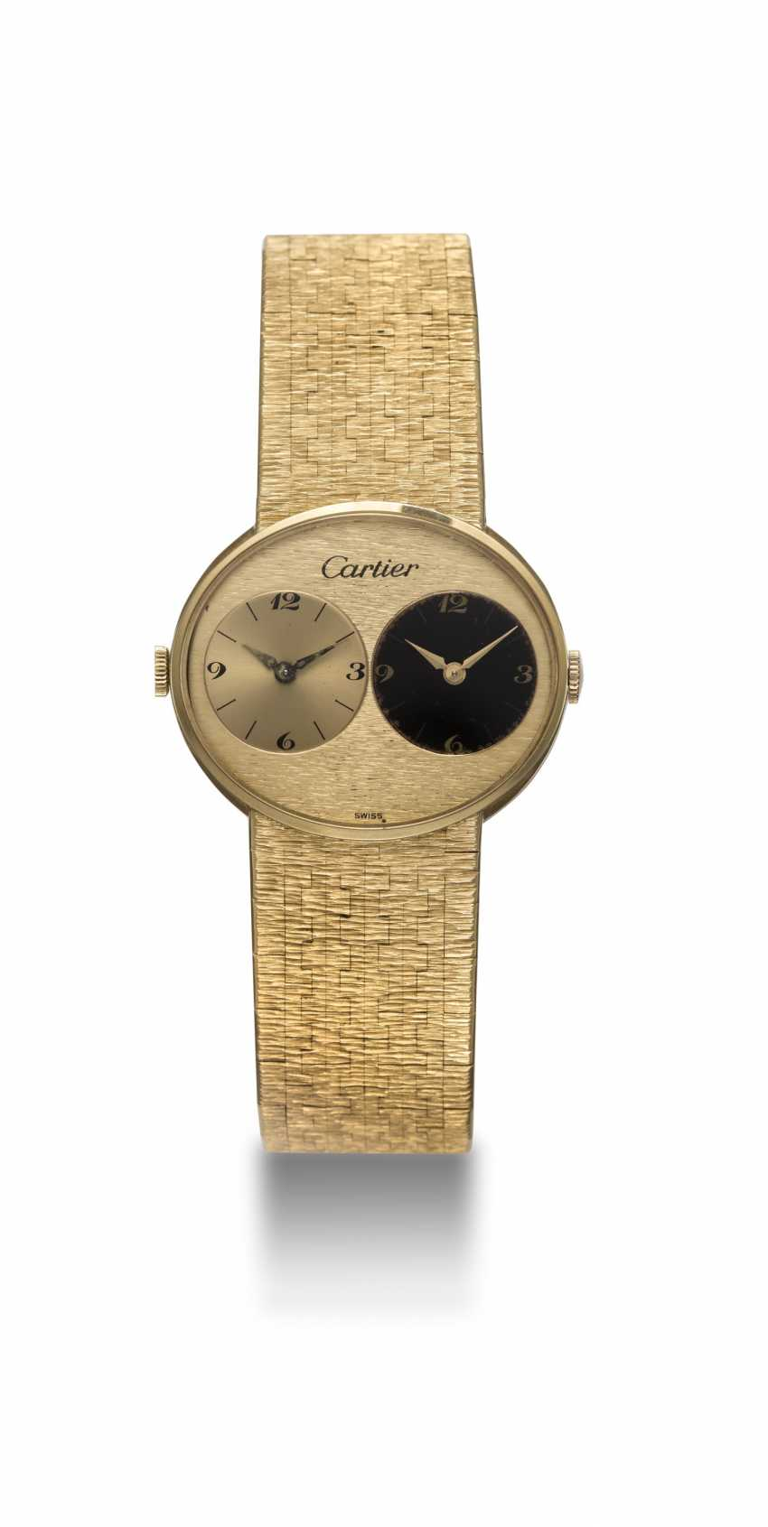PIAGET, A GOLD DUAL TIME BRACELET WATCH RETAILED BY CARTIER - photo 3
