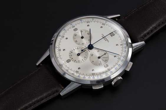 UNIVERSAL GENÈVE, AN OVERSIZED STEEL CHRONOGRAPH WRISTWATCH WITH A TWO TONE DIAL, REF. 22'430 - photo 1