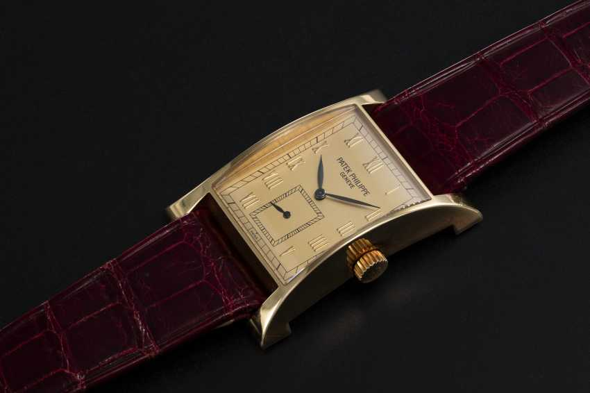 PATEK PHILIPPE, REF. 5500 PAGODA, A LIMITED EDITION GOLD WRISTWATCH - photo 1