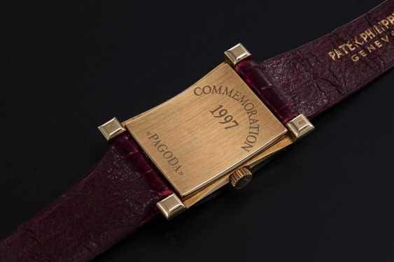 PATEK PHILIPPE, REF. 5500 PAGODA, A LIMITED EDITION GOLD WRISTWATCH - photo 2