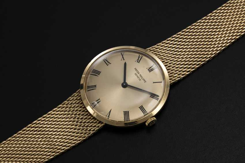 PATEK PHILIPPE, A GOLD MANUAL-WINDING CALATRAVA WRISTWATCH, REF. 3562/1 - photo 1