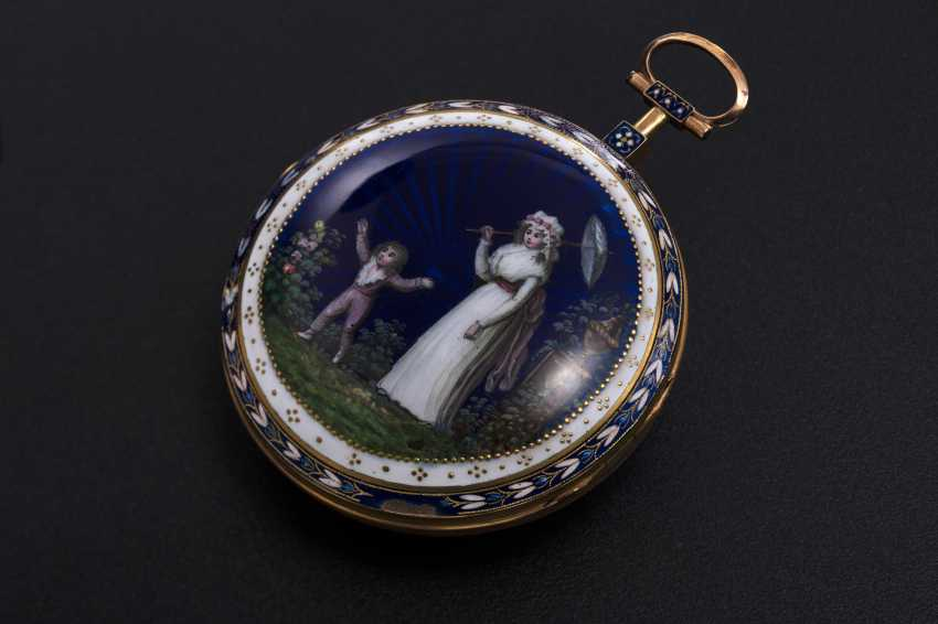 AN 18th CENTURY GOLD SCALLOP CASE POCKETWATCH WITH DIAMONDS AND GUILLOCHE ENAMEL CASEBACK, 61/80 JULIAN LE ROY. A PARIS - photo 1