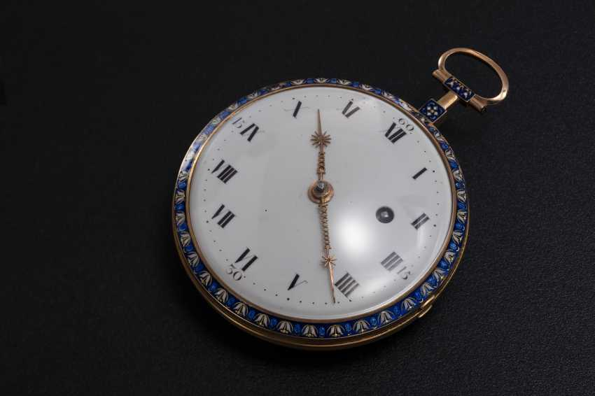 AN 18th CENTURY GOLD SCALLOP CASE POCKETWATCH WITH DIAMONDS AND GUILLOCHE ENAMEL CASEBACK, 61/80 JULIAN LE ROY. A PARIS - photo 2
