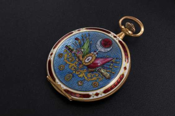 A LATE OTTOMAN GOLD HUNTER CASE POCKET WATCH WITH AN ENAMEL PORTRAIT OF MEHMET V - photo 2