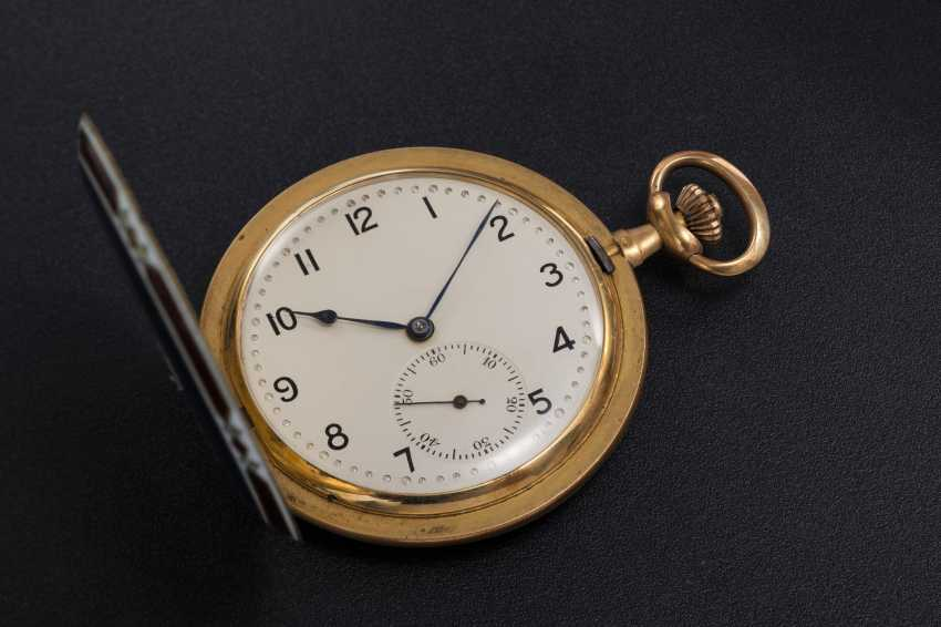 A LATE OTTOMAN GOLD HUNTER CASE POCKET WATCH WITH AN ENAMEL PORTRAIT OF MEHMET V - photo 3