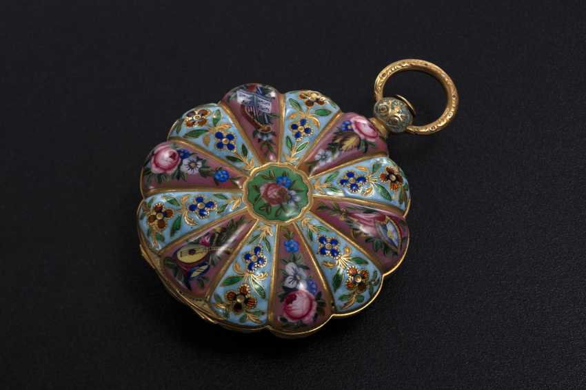 AN 18TH CENTURY SCALLOP-SHAPED POCKET WATCH WITH ENAMEL PANELS AND CASEBACK, LE ROY - photo 1