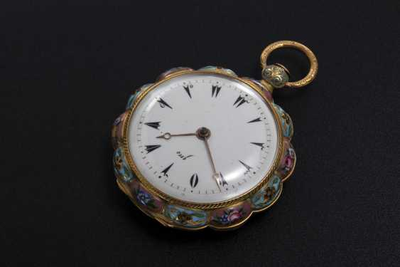 AN 18TH CENTURY SCALLOP-SHAPED POCKET WATCH WITH ENAMEL PANELS AND CASEBACK, LE ROY - photo 2