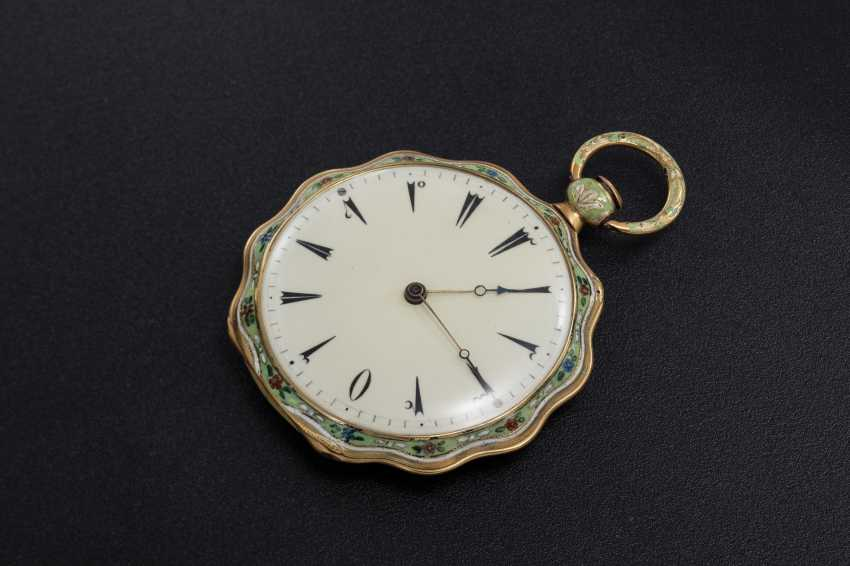 LE ROY, A GOLD AND ENAMEL SCALLOP-SHAPED CASE POCKET WATCH MADE FOR THE TURKISH MARKET - photo 2