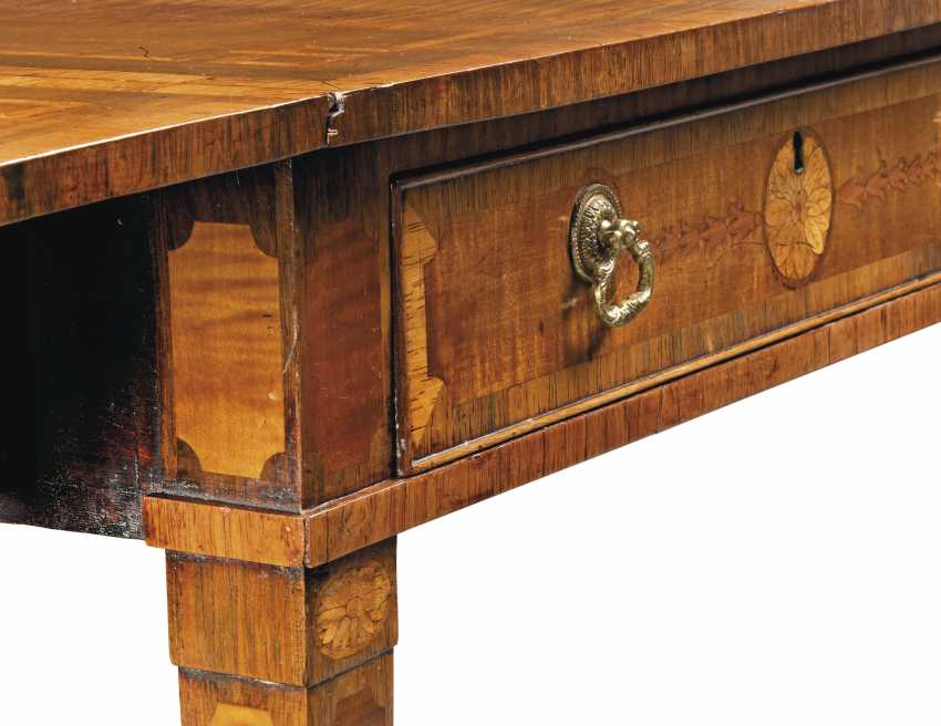 A GEORGE III TULIPWOOD-CROSSBANDED, HAREWOOD, INDIAN ROSEWOOD AND FRUITWOOD MARQUETRY PEMBROKE TABLE - photo 4