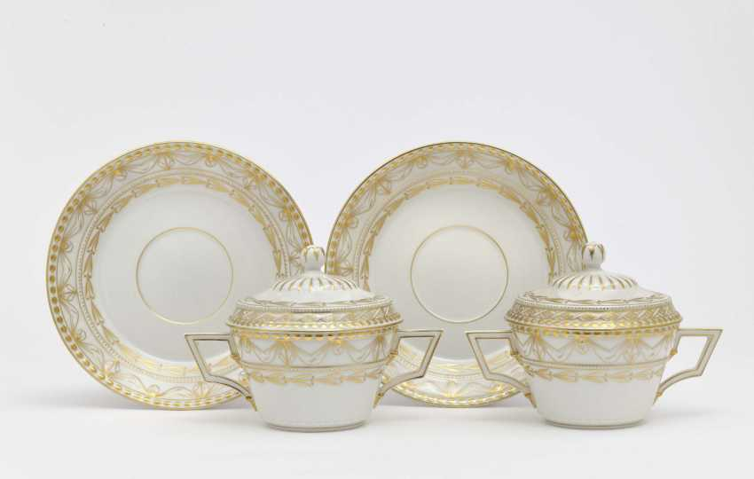 Twelve soup cups with lids and saucers, KPM Berlin - photo 1