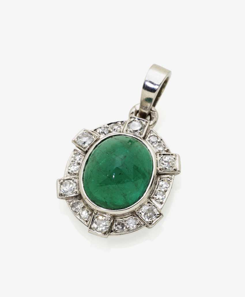 Classic pendant with an Old Mine emerald and diamonds, probably France, 1940s - photo 1