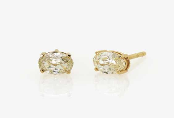 A pair of stud earrings with oval diamonds in natural fancy light yellow, Germany - photo 1