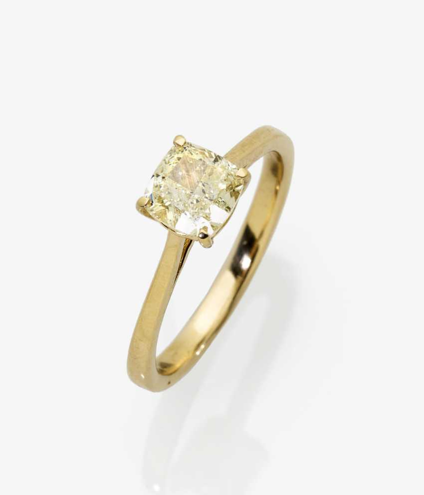 Solitaire ring with a natural Fancy Yellow diamond, Belgium - photo 1