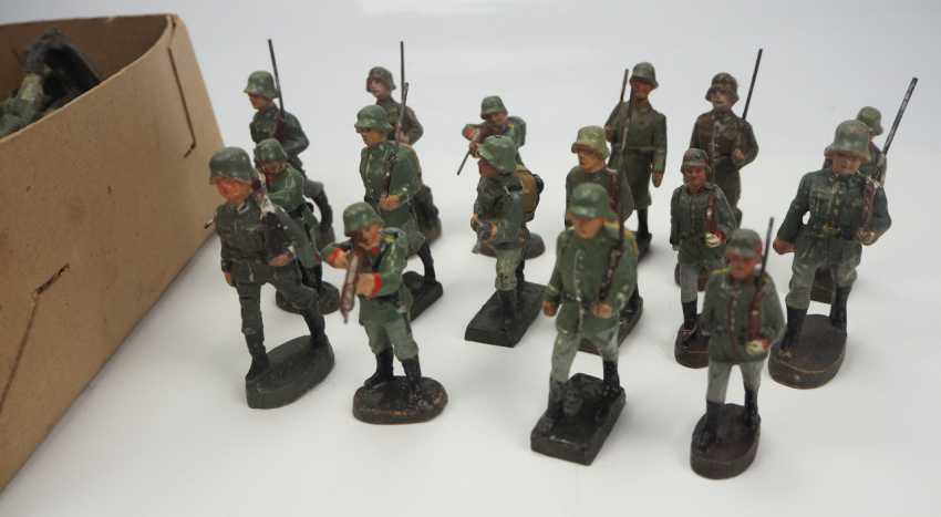 Wehrmacht: Elastolin- / Masse-Figuren. - photo 1