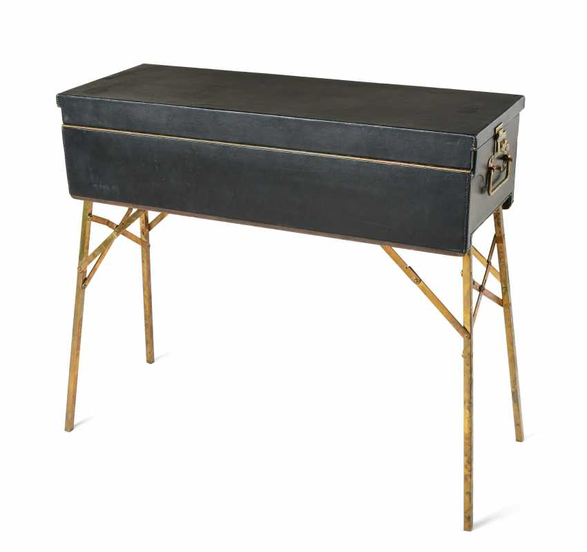 Lot 4089 Suitcase With A Fold Out Picnic Table For 6 People