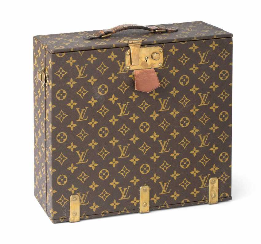 Louis Vuitton Thermos Koffer Auction Catalog Paintings