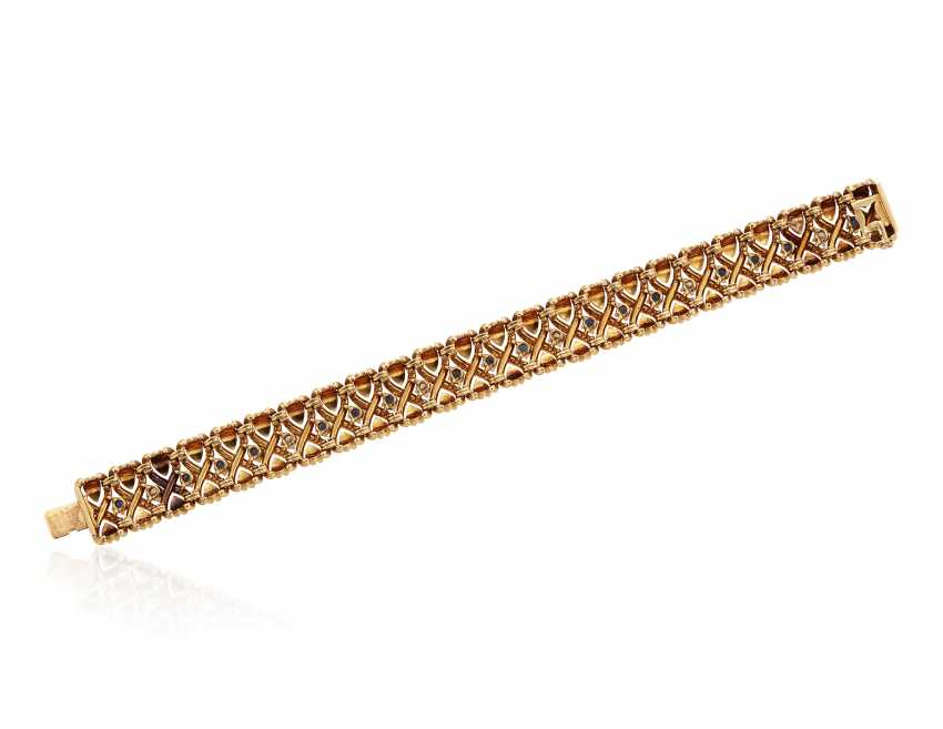 VAN CLEEF & ARPELS DIAMOND AND SAPPHIRE BRACELET - photo 4