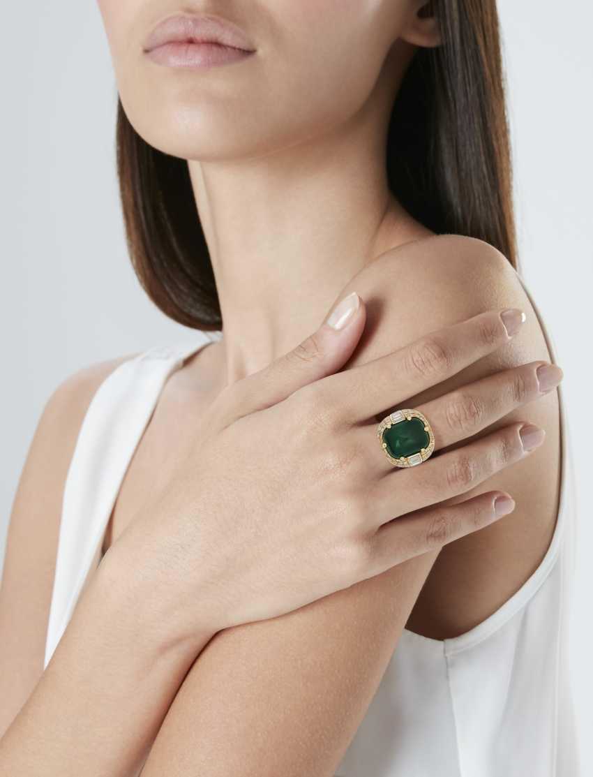 EMERALD AND DIAMOND RING - photo 2