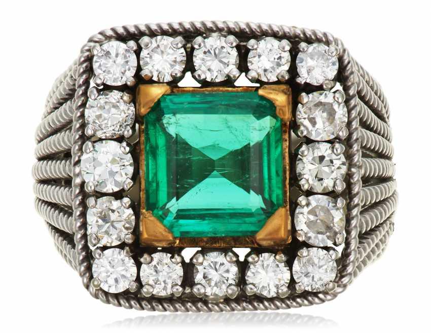 EMERALD AND DIAMOND RING - photo 1