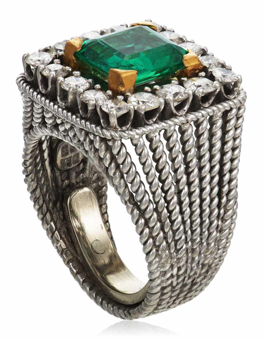 EMERALD AND DIAMOND RING - photo 3