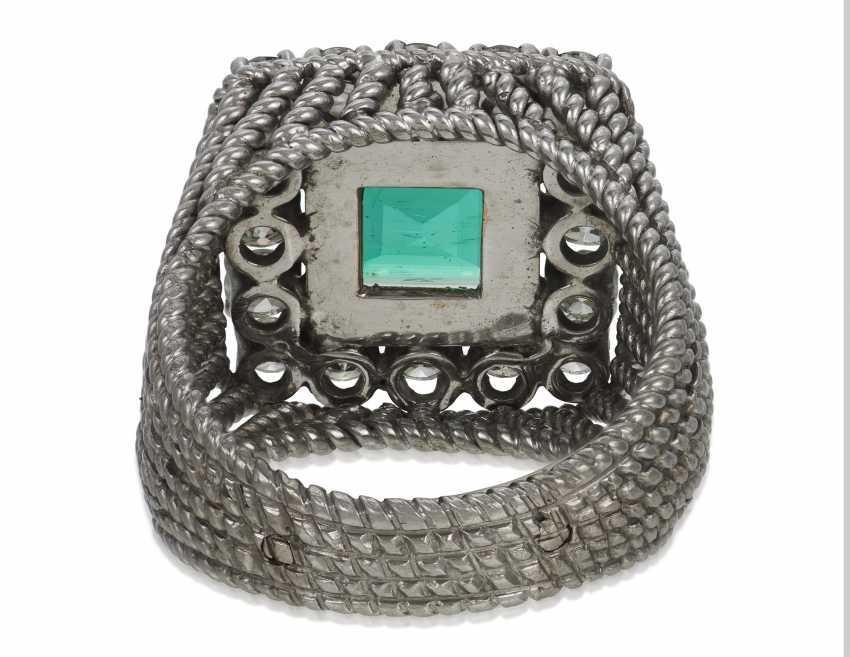 EMERALD AND DIAMOND RING - photo 4