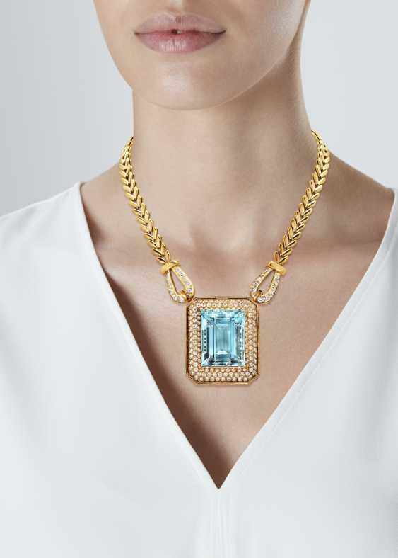 AQUAMARINE, DIAMOND AND GOLD NECKLACE - photo 2