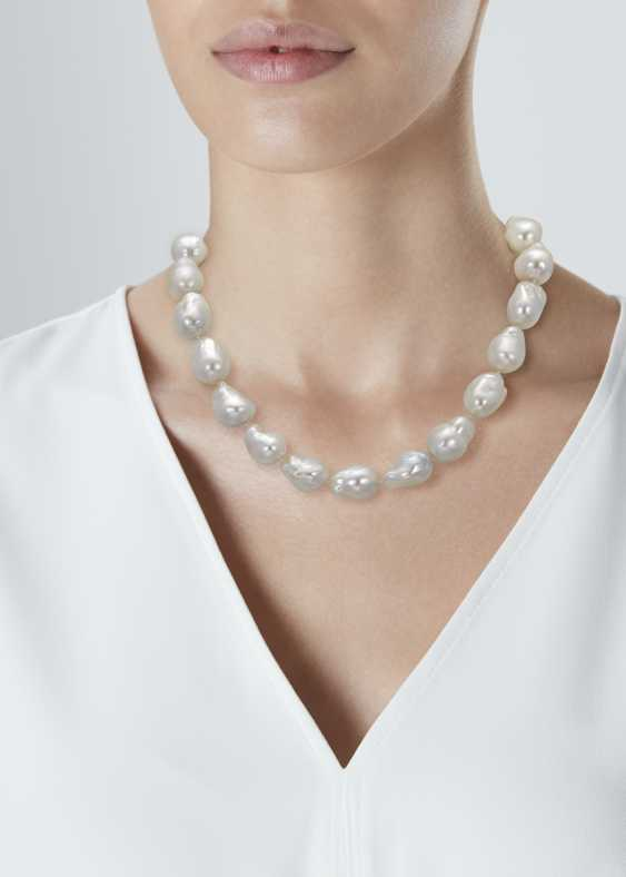 TIFFANY & CO. CULTURED PEARL NECKLACE - photo 2