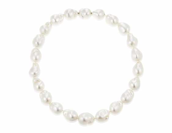 TIFFANY & CO. CULTURED PEARL NECKLACE - photo 3