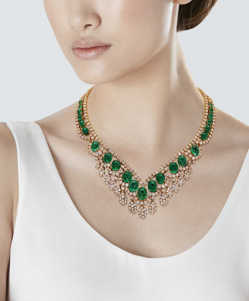EMERALD AND DIAMOND NECKLACE - photo 2