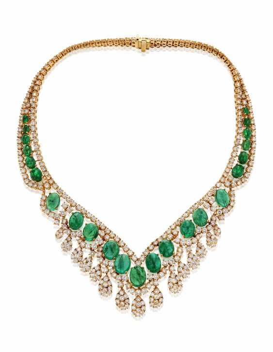 EMERALD AND DIAMOND NECKLACE - photo 3