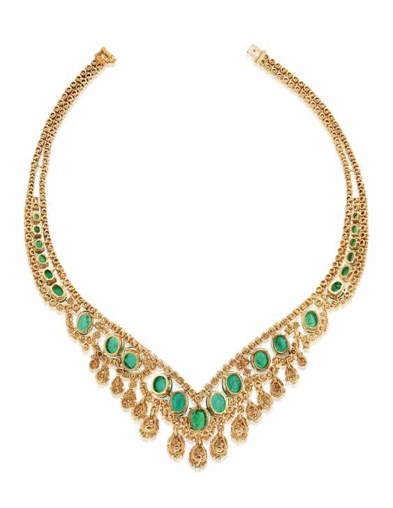 EMERALD AND DIAMOND NECKLACE - photo 4