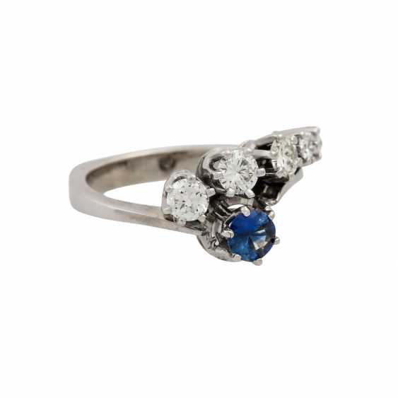 Ring with sapphire and diamonds totaling approx. 0.4 ct, - photo 1