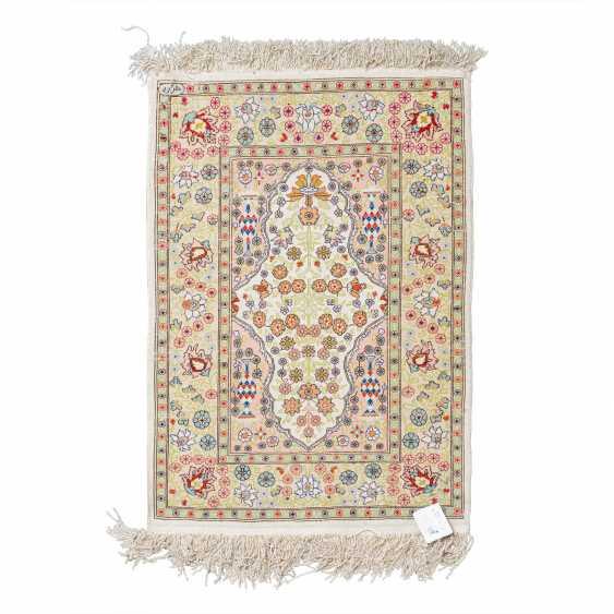 Small oriental carpet made of silk. HEREKE, 20th century, 70x47 cm. - photo 2