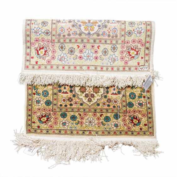 Small oriental carpet made of silk. HEREKE, 20th century, 70x47 cm. - photo 3