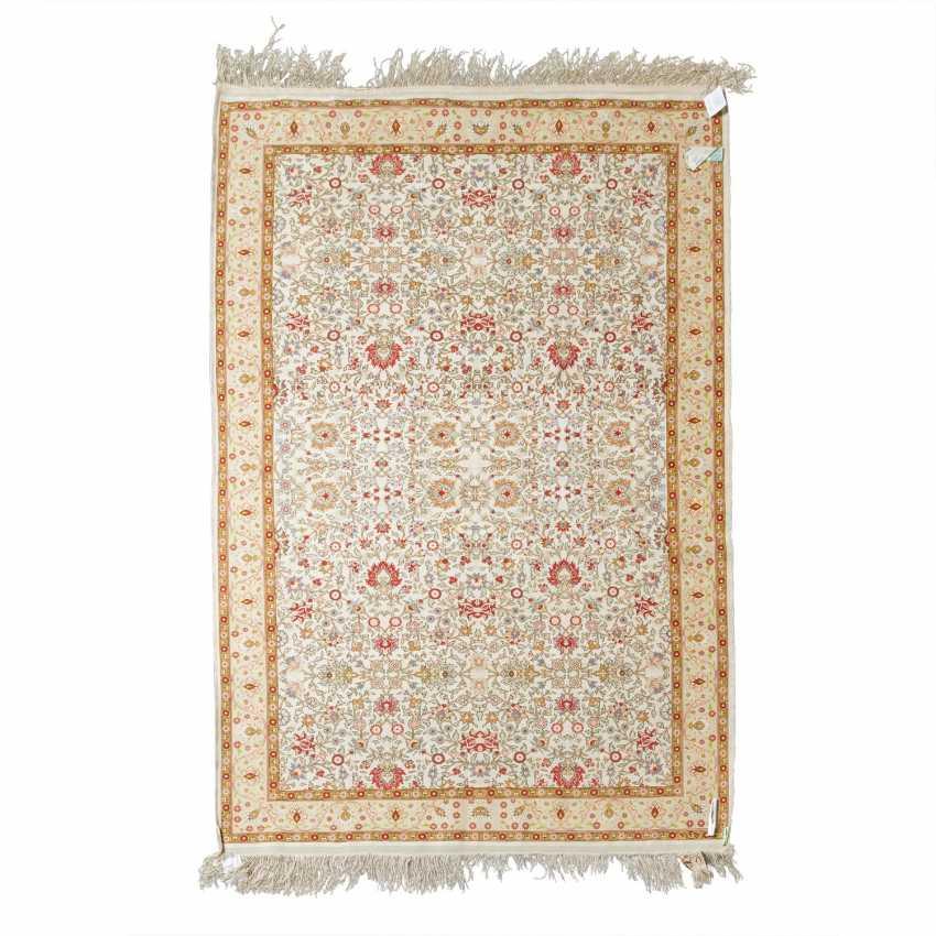 Oriental carpet made of silk. 20th century, 157x107 cm. - photo 2