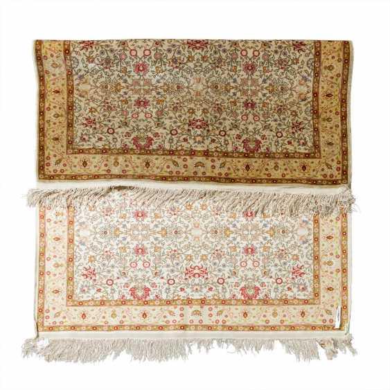 Oriental carpet made of silk. 20th century, 157x107 cm. - photo 3