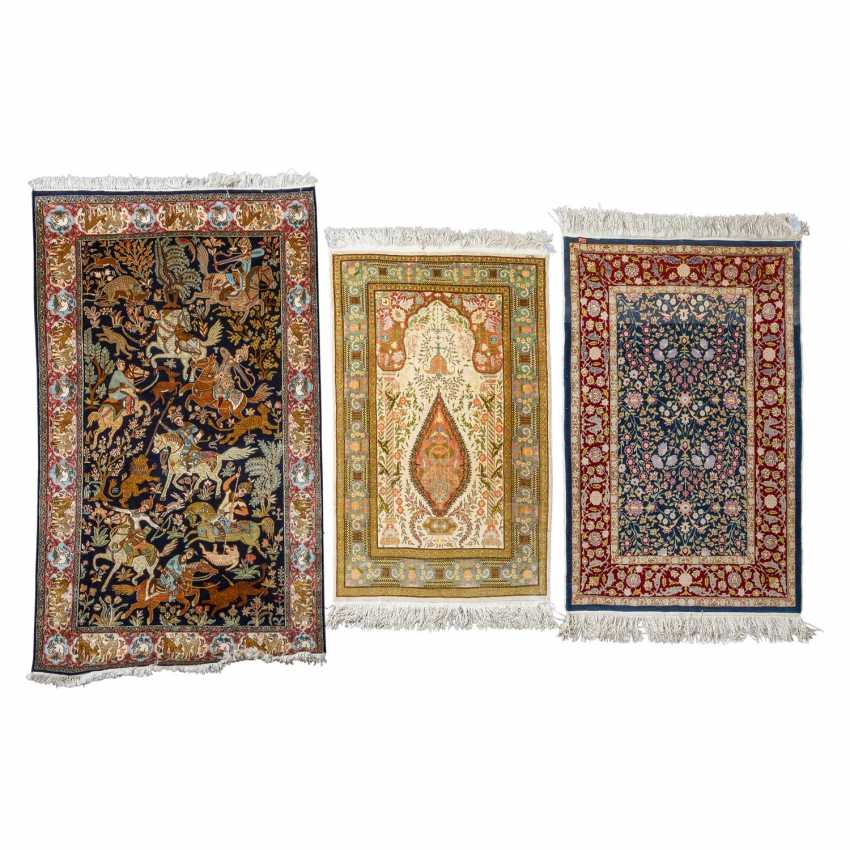 3 oriental carpets made of silk - photo 1