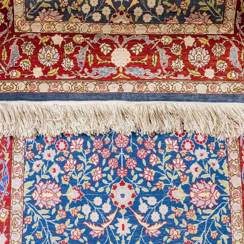 3 oriental carpets made of silk - photo 3