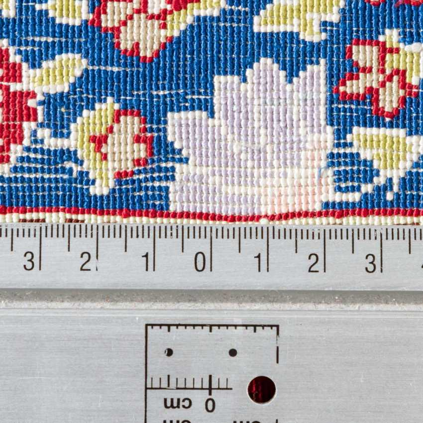 3 oriental carpets made of silk - photo 6